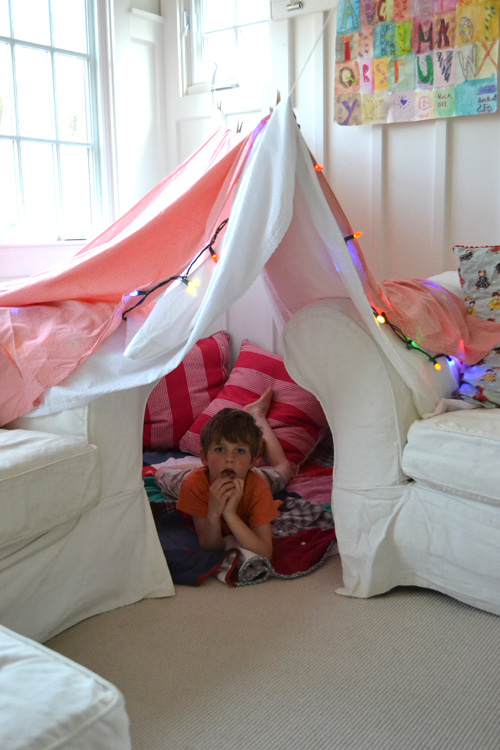make and easy fort for your kids with just a few supplies