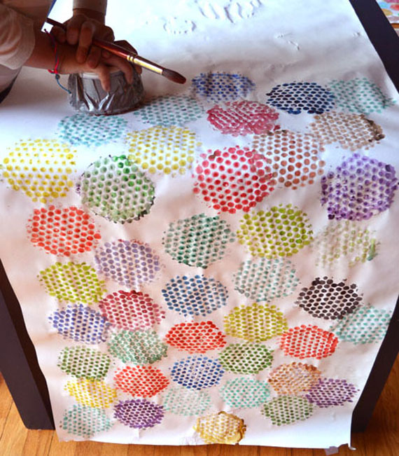 kids make wrapping paper from bubble wrap printing