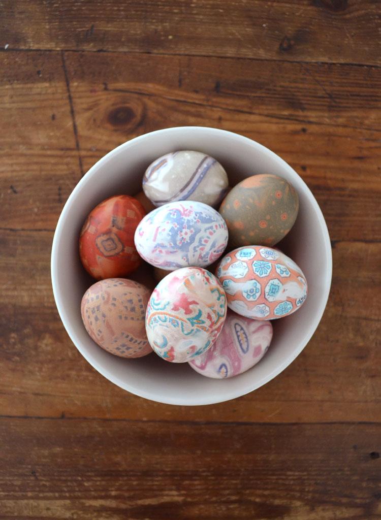 decorate eggs by transferring the die of silk ties