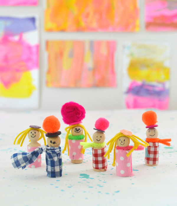 kids can make little people from wooden pegs and fabric scraps