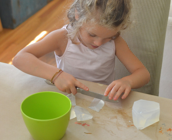 kids in art camp make rainbow soap ~ perfect gift for the holidays!