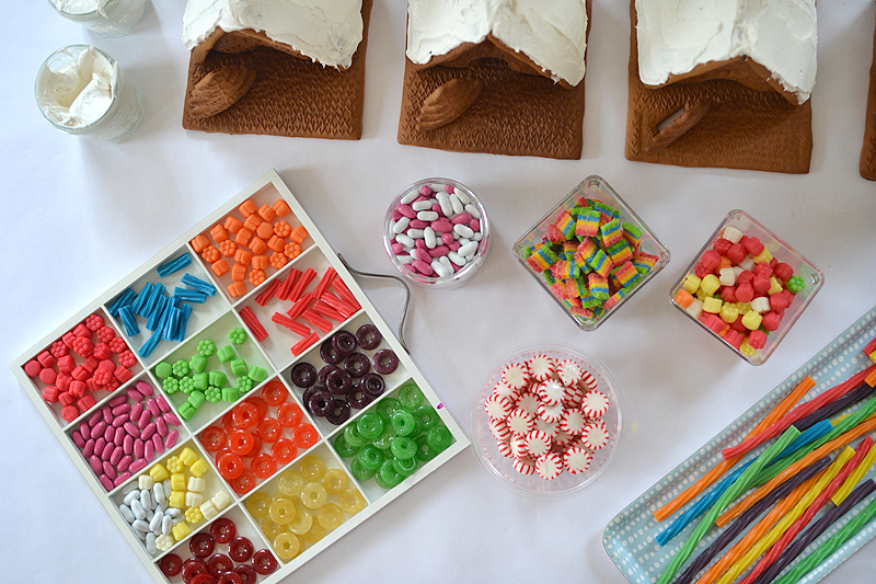 Easiest way to host a gingerbread house party (two really good tricks)!
