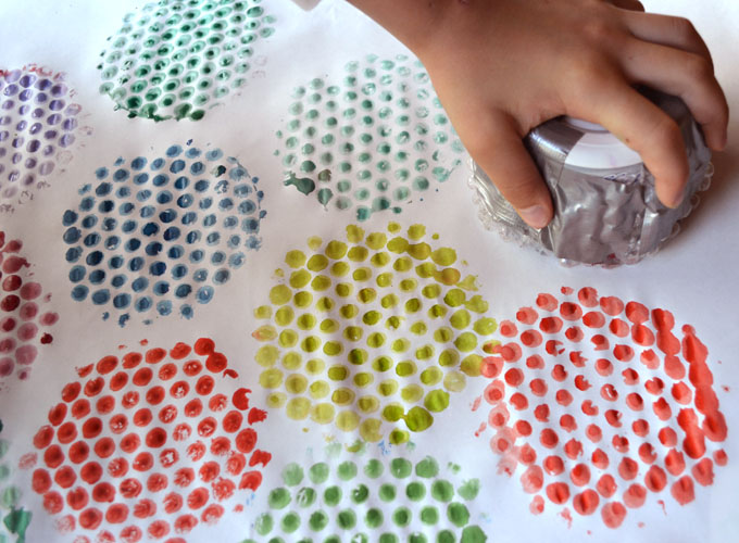 Print With Bubble Wrap And Make Homemade Wrapping Paper