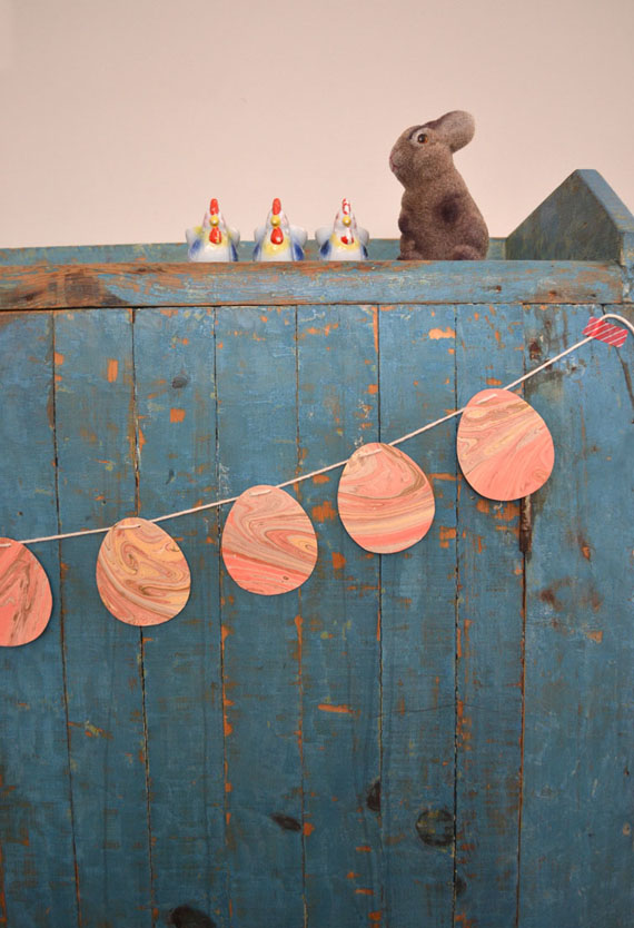 make egg garland from wrapping paper
