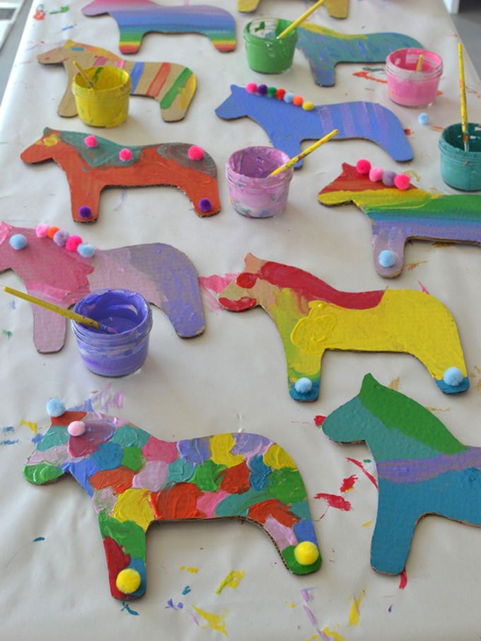 Dala horse painted craft for kids.