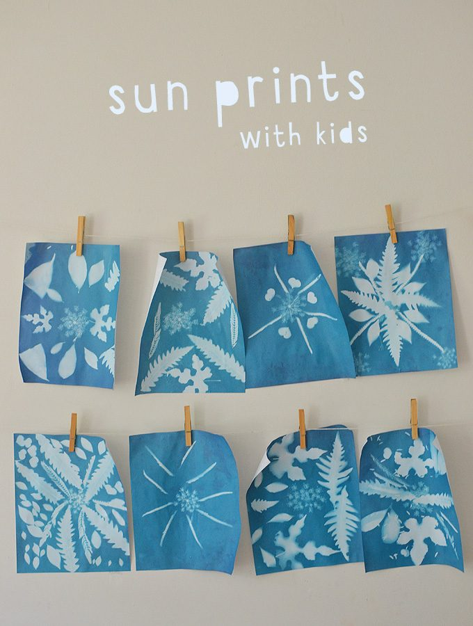 Making sun prints with kids is easy! Also called cyanotypes, this style of printmaking can result in beautiful, framable works of art.