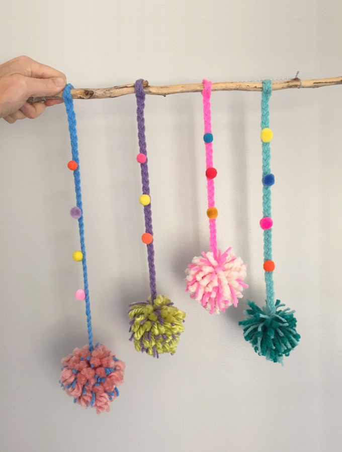 Quick and Easy Pom-pom Mobile