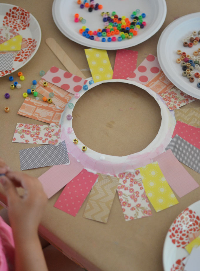 Kids make flower faces from paper plates.