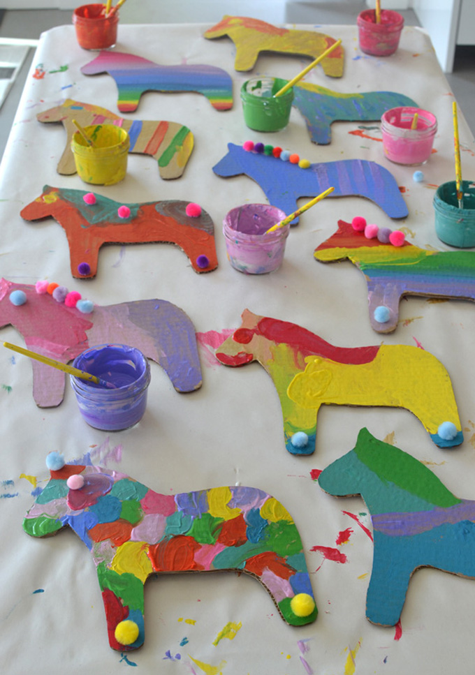Cardboard dala horses are the perfect birthday party craft for your horse loving child.