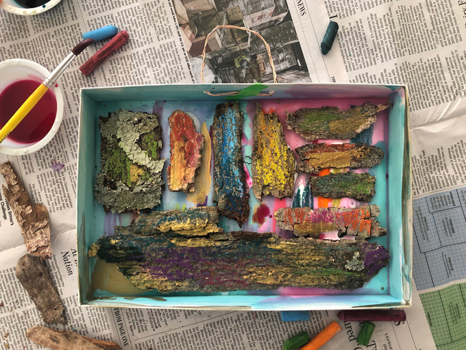 Learning at home with your kids because of the coronavirus? This Art and Play guide will help. Promoting math, literacy and science through art and play. Day 1: Bumpy Bark Collage