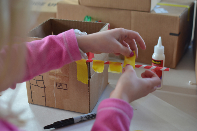 This Art and Play guide for learning at home promotes math, literacy and science through creativity. Join us for construction week: Day 5: Imagination Grab Bags / Process Art