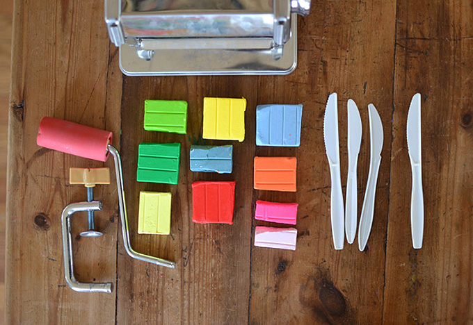 Shannon Merenstein from Hatch Art Studio in Pittsburgh, share with us her very favorite kitchen tools to use with plasticine, and why plasticine has become her favorite go-to material for process art at home with her two young children.